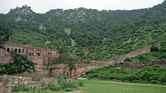 Bhangarh fort of alwar Bhangarh fort: A place of haunted stories