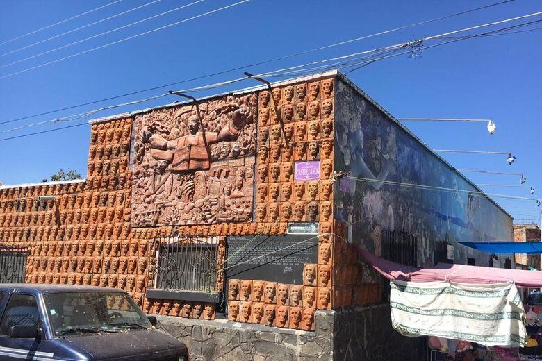 'El Muro de los Muertos' ('The Wall of the Dead')