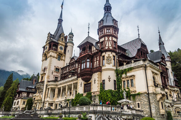 peles castle in romania looks like its right out of a fairytale bdmundocomcc by sa 20 - Castle
