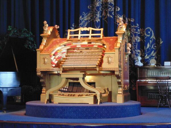 Sanfilippo Theatre Pipe Organ Barrington Illinois