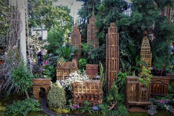 Holiday train show at new york botanical gardens bronx new york atlas obscura for Bronx botanical garden train show