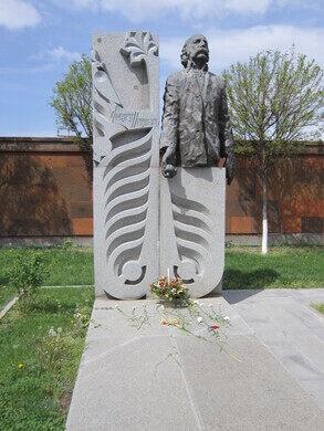 Wiliam_Saroyan%27s_tombstone_in_Komitas_