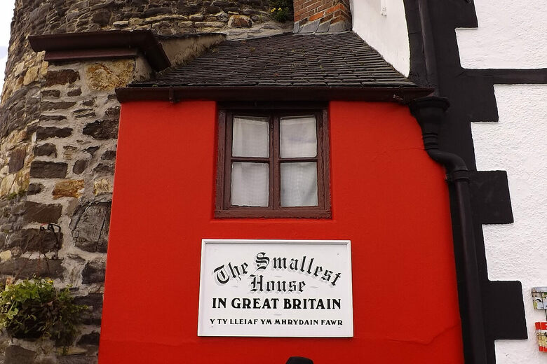 Smallest House Part - 33: Quay House, The Smallest House In Great Britain U2013 Conwy, Wales - Atlas  Obscura