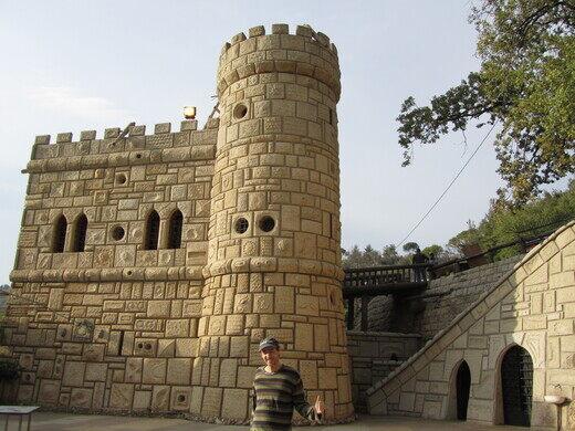 descriptive essay about moussas castle