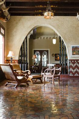 Paisanos Near Me >> Hotel Paisano Marfa Texas Atlas Obscura