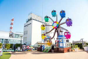 Ferris wheel at Tokyu Plaza Kamata.