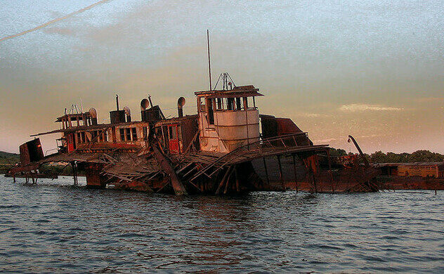 Tugboat Graveyard – Staten Island, New York - Atlas Obscura