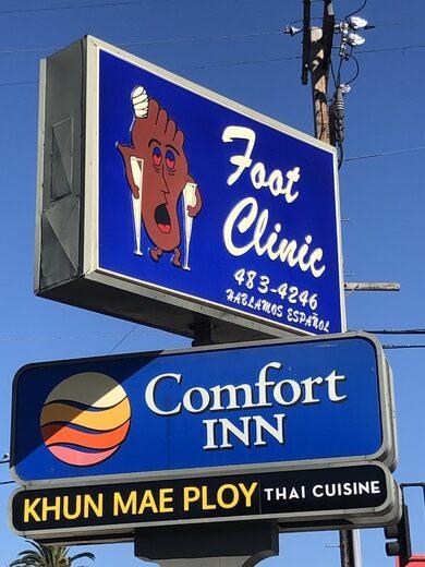 The Happy Foot/Sad Foot Sign – Los Angeles, California
