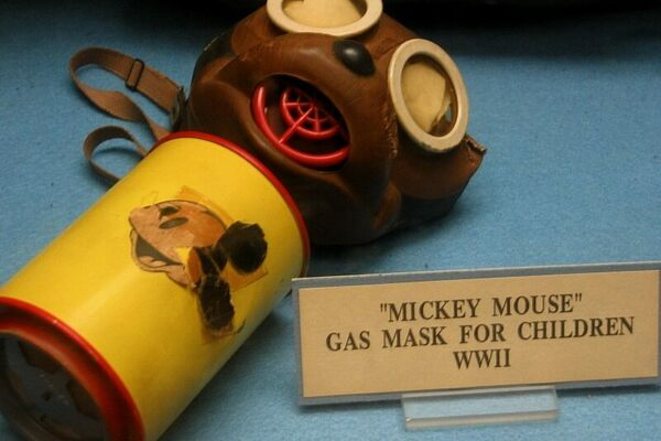 Una maschera antigas di Topolino