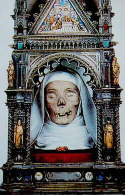 St. Catherine of Siena s Severed Head – Siena 71b77a94914ff