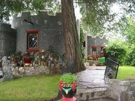 Boswell Embalming Bottle House – Sanca, British Columbia