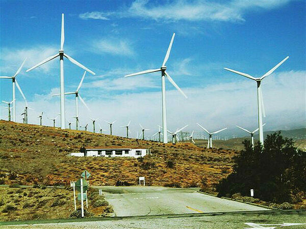 Tehachapi Wind Farm – Tehachapi, California - Atlas Obscura
