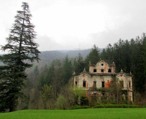 Villa de Vecchi – Cortenova, Italy - Atlas Obscura