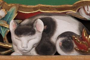 A detail of the Nemuri-neko sculpture.