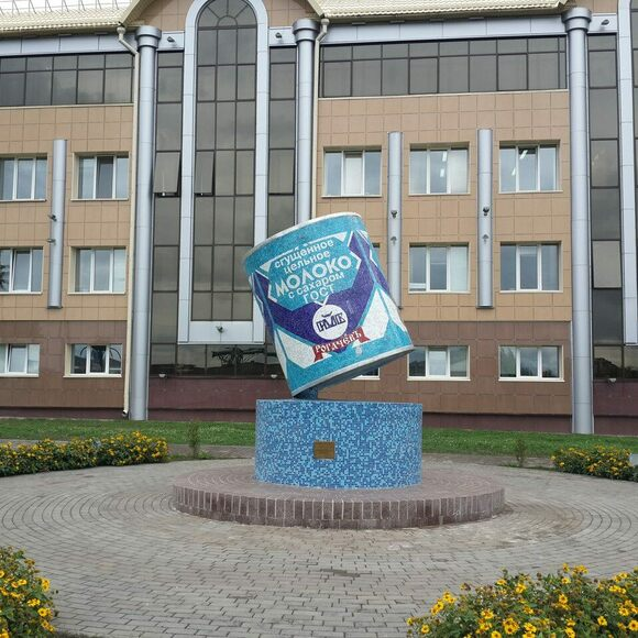 A monument to sgushyonka in Rogachev, Belarus, home to a factory that produces it.