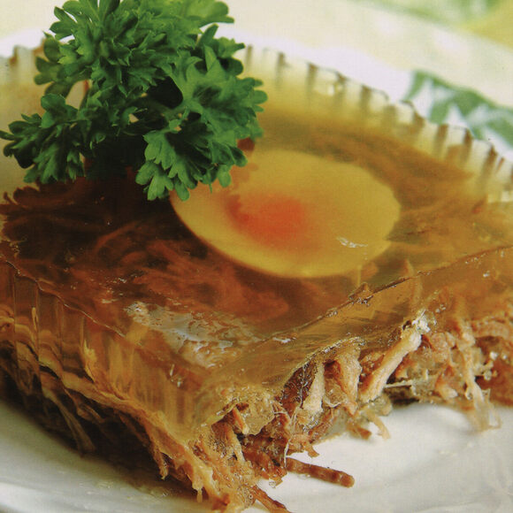 A kholodet with shredded meat and an egg.