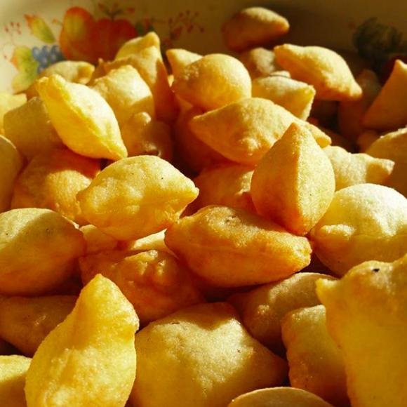 A pile of crispy borsok.
