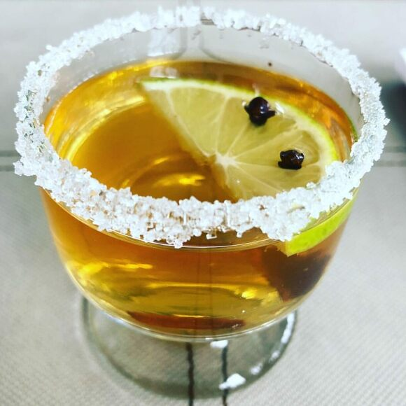 A canelazo made with citrus and cloves.
