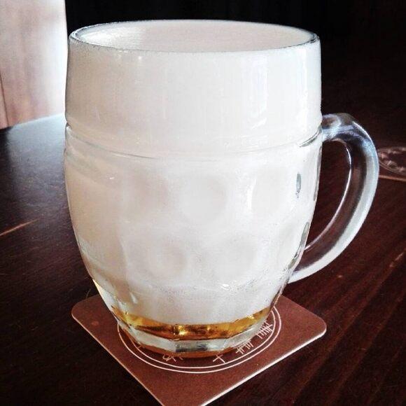Pilsner poured mlíko style.