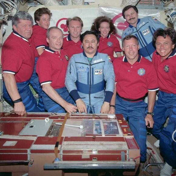 A Mir/NASA group portrait, featuring the table.