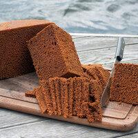Slices of fresh hverabrauð.