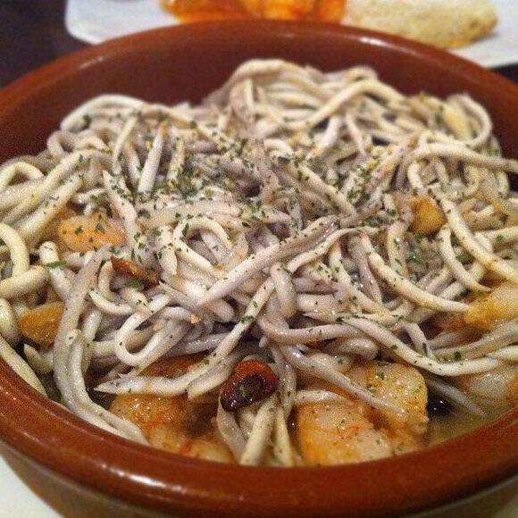Angulas with garlic and shrimp.
